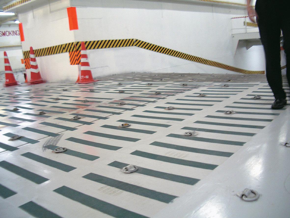 床に貼り付け、スリップ防止