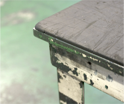 ゴムシートを貼った台車の角